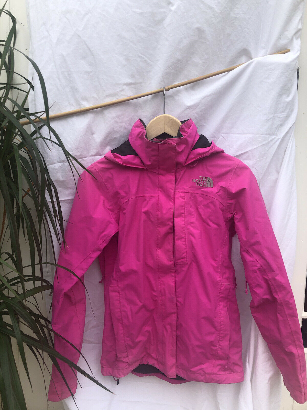 Womens The North Face Jacket/Coat size UK XS Waterproof Hyvent Pink