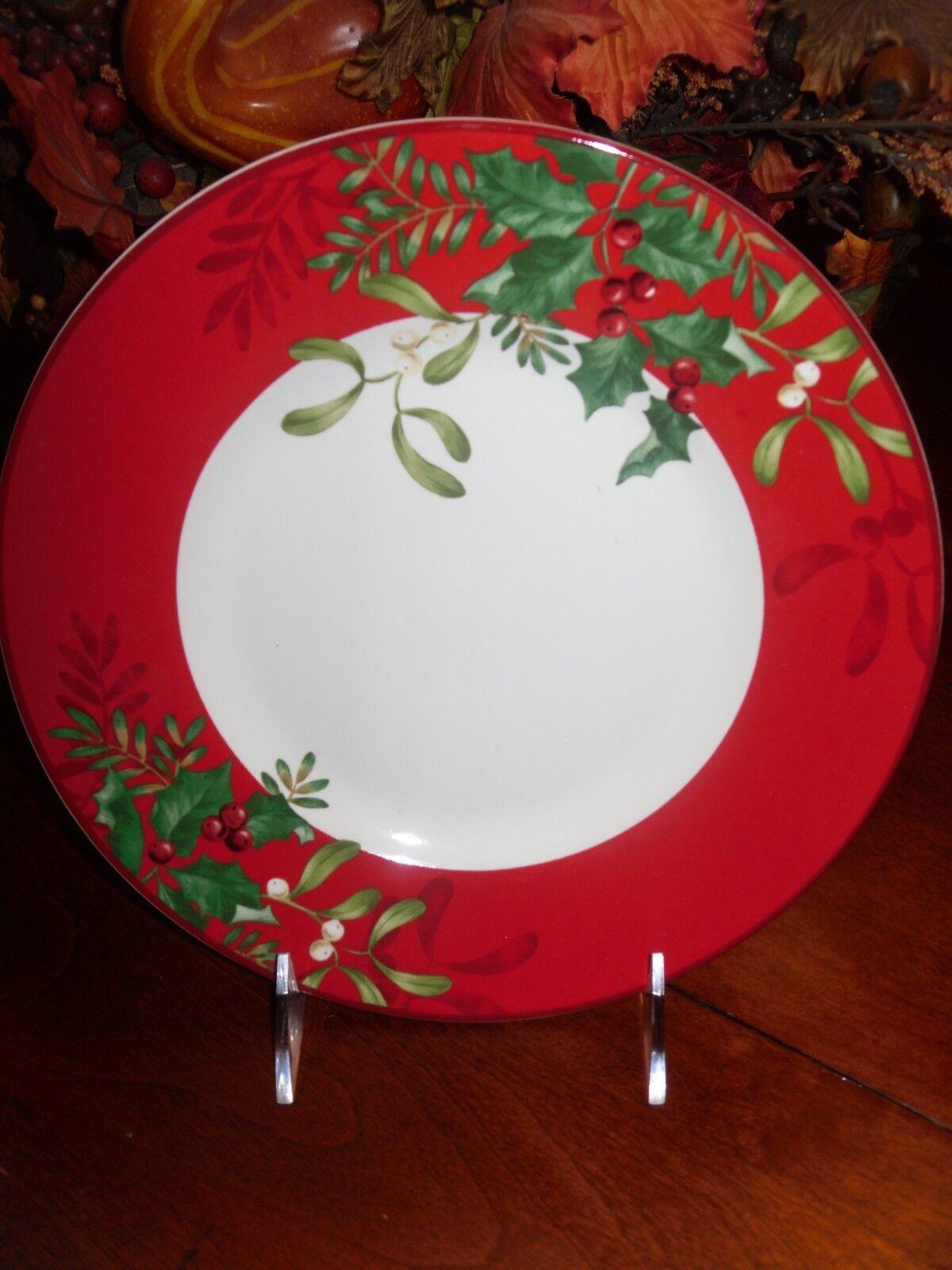 222 FIFTH CHRISTMAS FOLIAGE SET 4 rot SALAD PLATES PORCELAIN MISTLETON HOLLY NEW