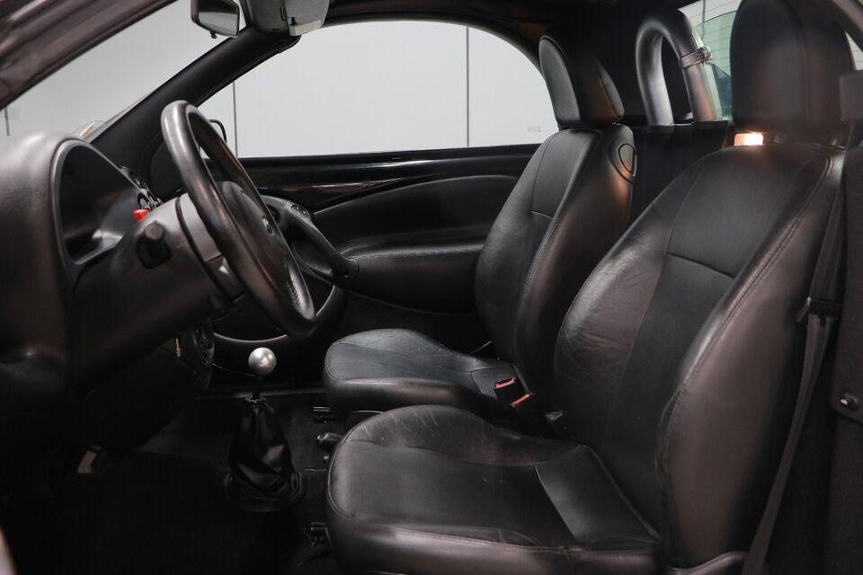 Ford Ka 1,6 StreetKa Benzin modelår 2004 km 143000