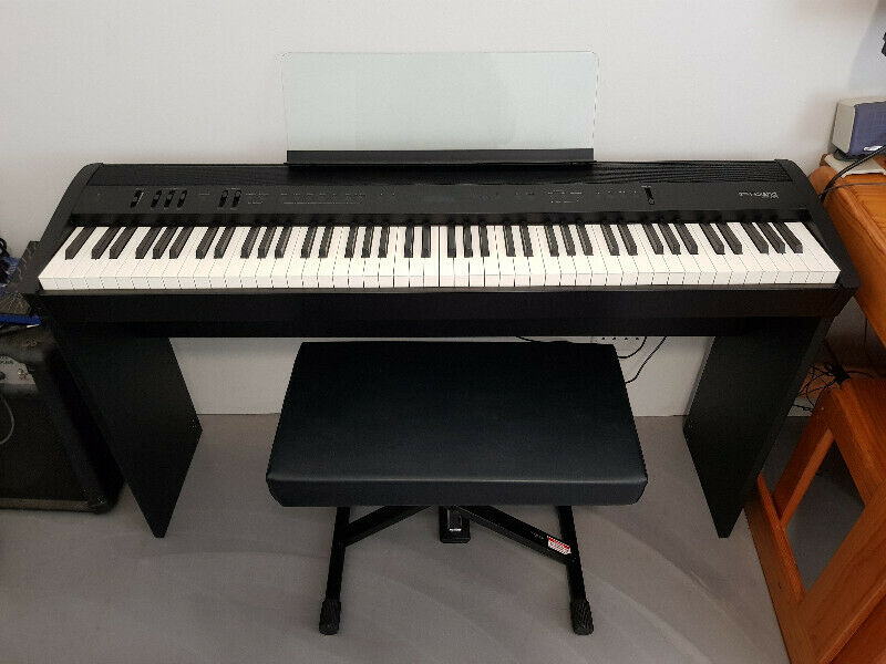 Roland FP-60 Stage Piano (Black) incl. stand, pedal and bench