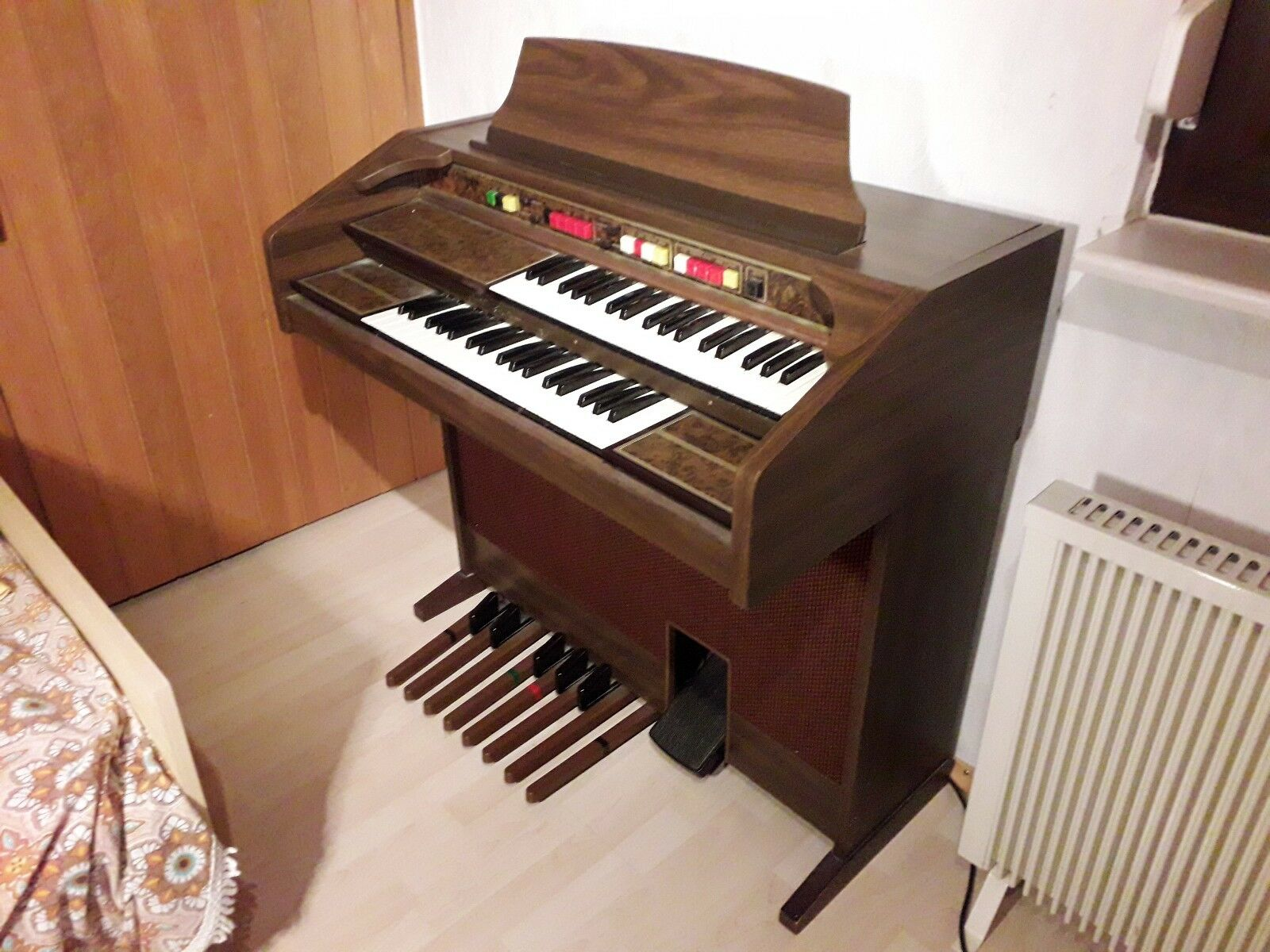 Thomas elektrische Orgel mit Lernheften