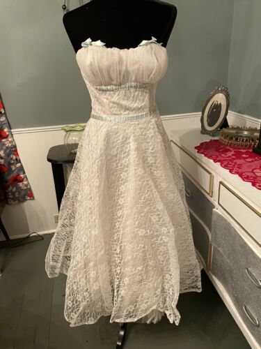 Vintage 50s Strapless Lace & Tulle Prom Wedding Pr