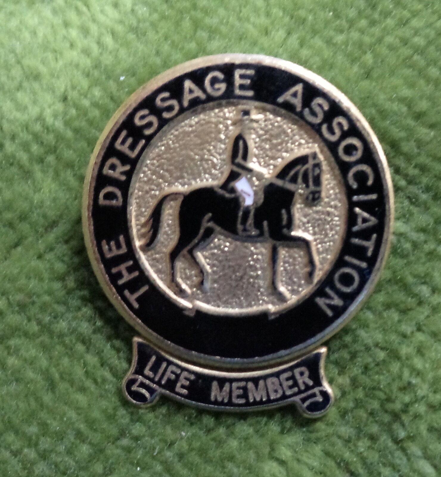 D271.  LIFE  MEMBER OF THE AUSTRALIAN DRESSAGE ASSOC.   LAPEL HORSE  BADGE LM41