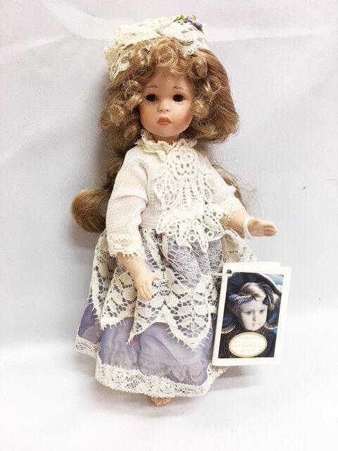 Nuevo en caja con todos los crema de porcelana muñeca vestida de largo rubio pelo encaje