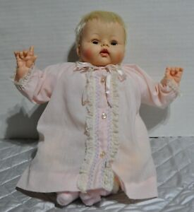 Vintage-14-034-Madame-Alexander-Kitten-doll-original-dress-new-crier