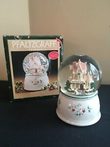 Pfaltzgraff-WINTERBERRY-Welcome-2000-Musical-Snow-Globe-034-I-039-ll-Be-Home-for-Xmas-034