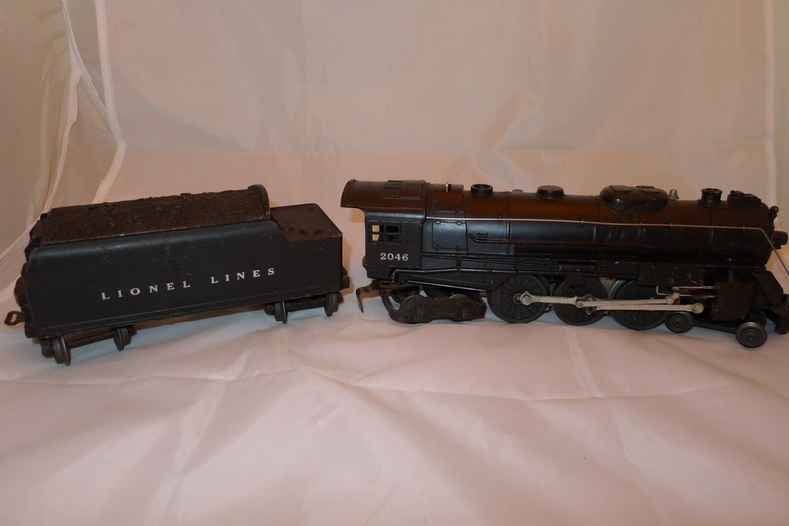 Lionel Trains Postwar 2046 Locomotive Engine & Lionel Lines Tender SET 2