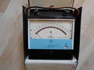 Nachdenklich Voltmeter Bakelit V Volt 1,2 Bis 600 Volt Made In Czechoslovakia Modernes Design Antiquitäten & Kunst