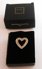 AVON SPARKLING HEART PIN IN SILVERTONE WITH CLEAR STONES NEW OLD STOCK 1995