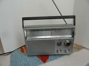 Vintage-Realistic-Deluxe-5-Band-Radio-Portavision-50-12-780-AC-DC-Works-Perfect