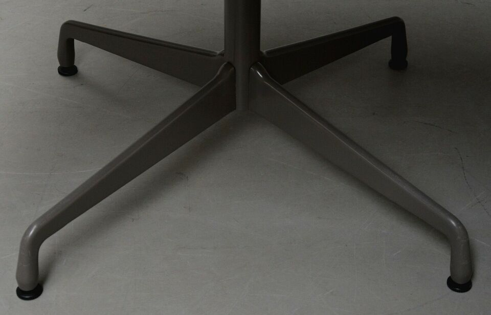 Eames, Charles Eames.'Segmented Table', Ø 121 cm