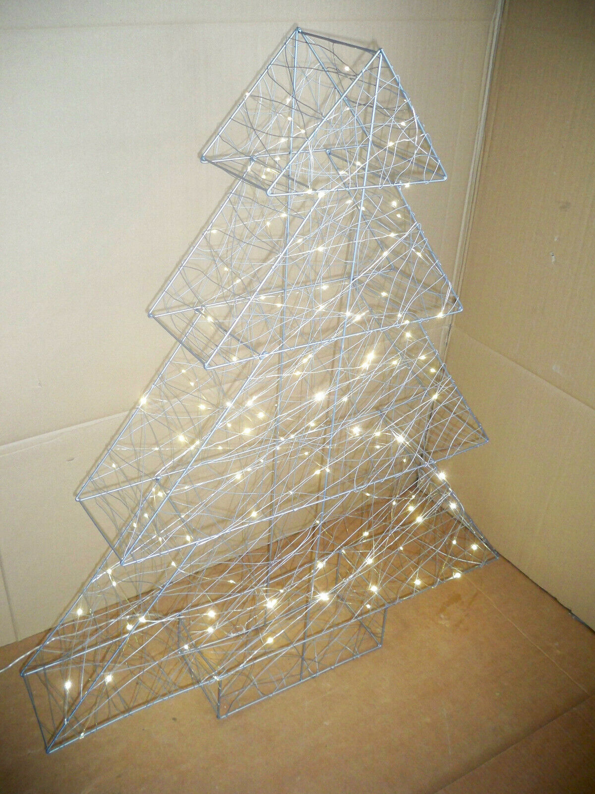 LED-Tannenbaum 3D-Modern Art  Silberfarben In-Outdoor ca. L85 x B15 x H98 cm