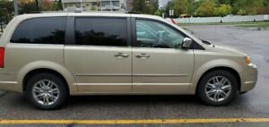 2010 Chrysler Town & Country LIMITED DUAL A/C AND DUAL DVD