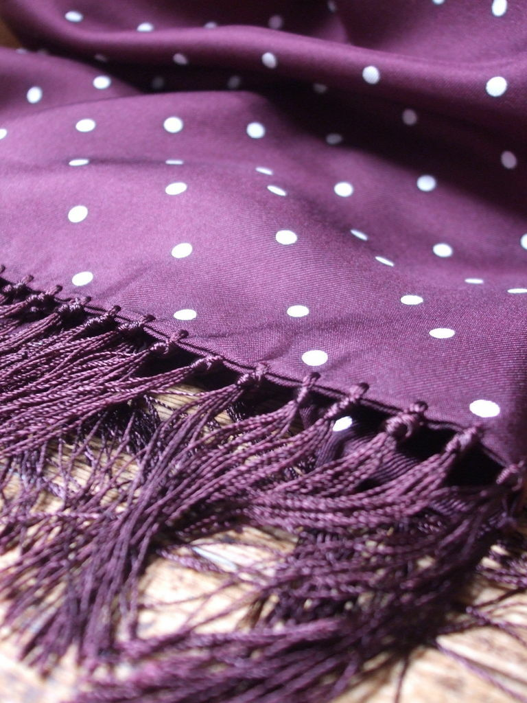 Silk Polkadot Scarf in Burgundy by Tails and the the the Unexpected – tasseled fringed | Die Farbe ist sehr auffällig  6e7037