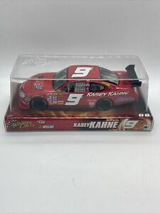 KASEY-KAHNE-NASCAR-9-2008-1-24-MODEL-STOCK-RED-DODGE-RACE-CAR-SCREAMIN-DEAL