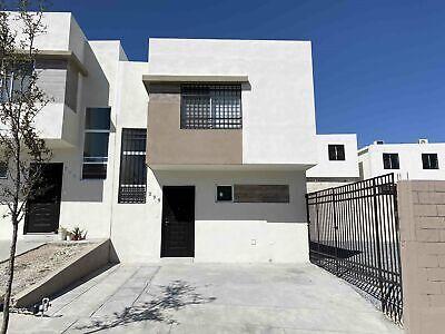 Casa en renta en Valle Azul Apodaca NL sector privado en esquina frente a parque