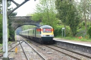 PHOTO-2002-HST-FIRST-GREAT-WESTERN-LIVERY-AT-KIMBLE-RAILWAY-STATION