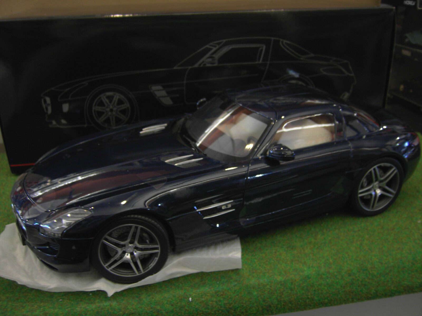 MERCEDES BENZ  SLS AMG COUPE DAYTONE blu METALLIC au 1 12 PREMIUM 10601 voiture