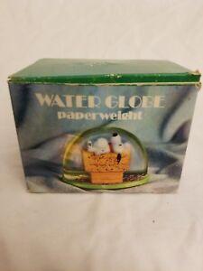 Vintage-1974-Peanuts-Snoopy-Dan-Dee-Water-Globe-Paperweight
