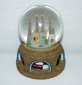 Getty-Images-Musical-New-Your-City-Glitter-Dome-Animated-Snow-Globe-In-Box