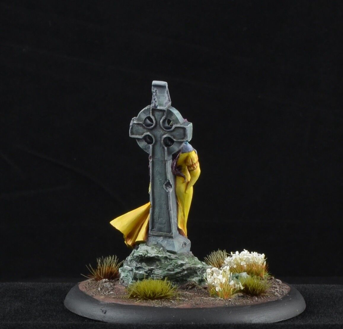 Painted Painted Painted Nocturna from Nocturna Models resin miniature, female yellow 277ab1