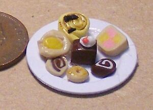 1:12 Scale Chocolate Digestive Biscuits On A Paper Plate Tumdee Dolls House Food