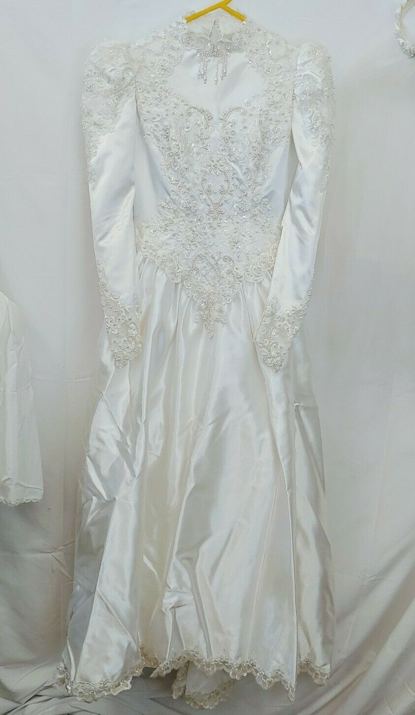 Vintage Michaelangelo Beaded wedding gown sz 4 with Vale and Under Skirt Ivory
