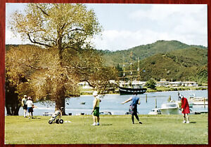 Waitangi-Golf-Course-amp-Tui-Shipwreck-Museum-New-Zealand-Colour-View-Post-Card
