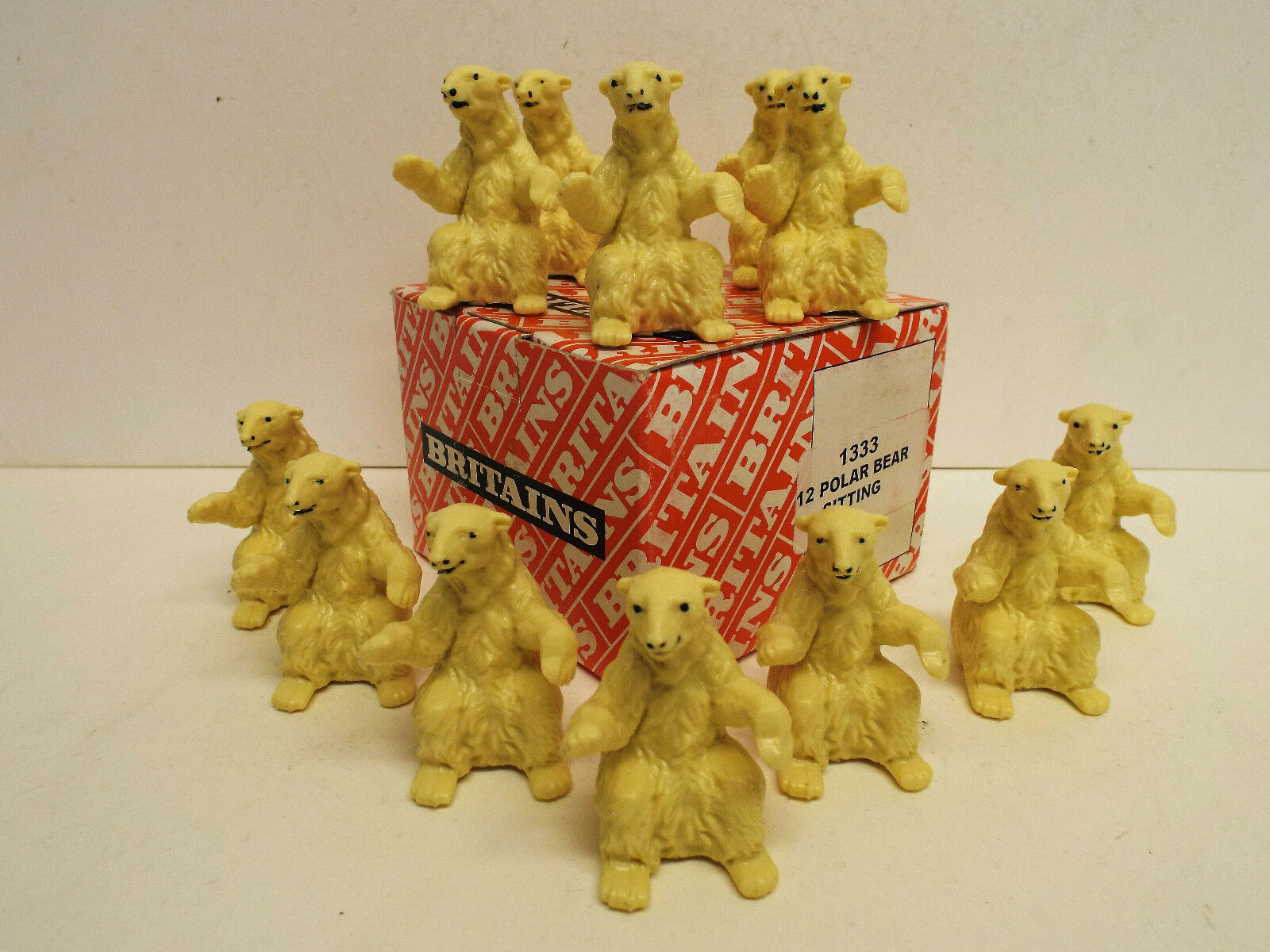 BRITAIN'S 1333 TRADE BOX OF 12 POLAR BEARS SITTING 54MM MIB (BS840)