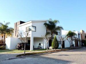 RENTO EXCELENTE RESIDENCIA EN COTO SAN NICOLAS $16000