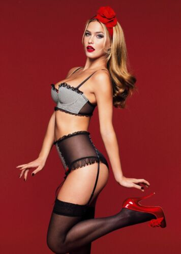 GLOSSY PHOTO PICTURE 8x10 Bar Refaeli Posing With Red Lips
