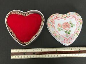 En forme de cœur tin box Valentine Keller-Charles de Philadelphie Design by navina capecci