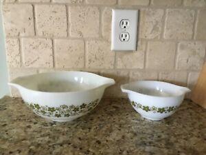 Set of 2 Vintage Pyrex Crazy Daisy Pattern Cinderella Nesting Bowls Green White