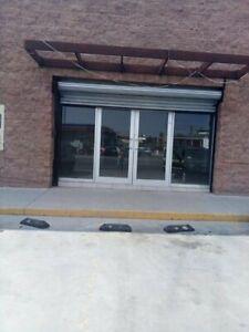 Local en renta en zona comercial por Blvd Lazaro Cardenas, Hermosillo, Sonora.