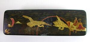 antike-Lackdose-Schatulle-mit-Goldbelag-und-Malerei-Geisha-Kraniche-Japan