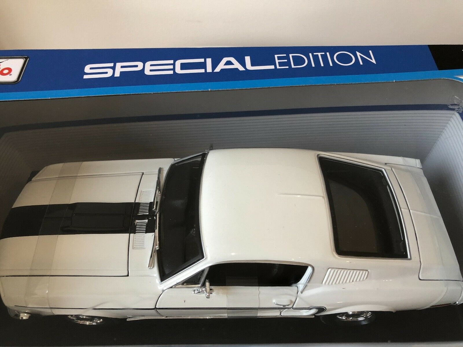 FORD FORD FORD MUSTANG GT COBRA 1968 blanco MAISTO 1 18 - NEUVE ad8a15