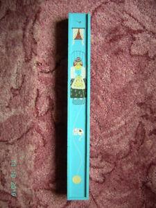 Aufbewahrungsschachtel-fuer-lange-Stricknadeln-Holz-gebraucht-Deckel-mit-Inhalt