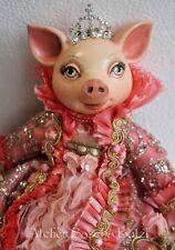 """Katherine´s Collection Schwein Ferkel Puppe """"Bella Rose"""" Rosen Kleid Krone 35cm"""