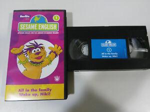 BARRIO-SESAMO-SESAME-ENGLISH-VHS-VOLUMEN-1-ALL-IN-THE-FAMILY-WAKE-UP-NIKI-2T