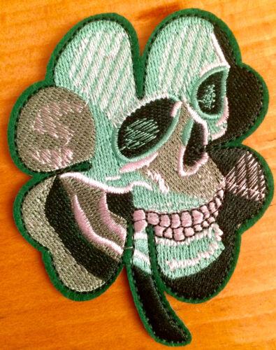 Svincolo a quadrifoglio TESCHIO ricamate Celtic Clover Leaf SKULL PATCH aufbügler Biker Punk