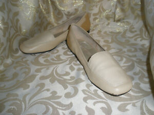 ENZO-ANGIOLINI-BEIGE-TAN-LEATHER-Moccasins-SLIDES-Loafers-FLATS-9-M-LIBERTY