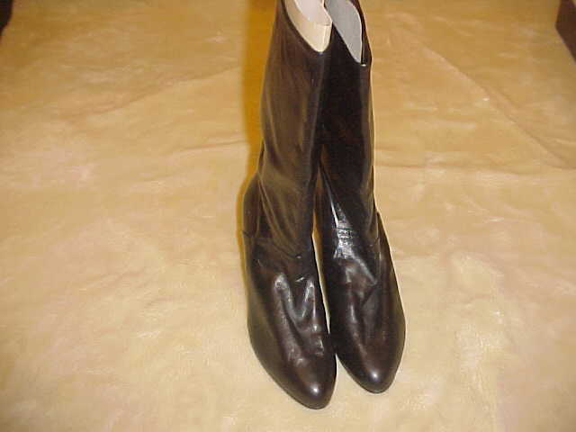 RARE VINTAGE LADIES PAUL BLACK LEATHER BOOTS  SIZE 8 1 2 B