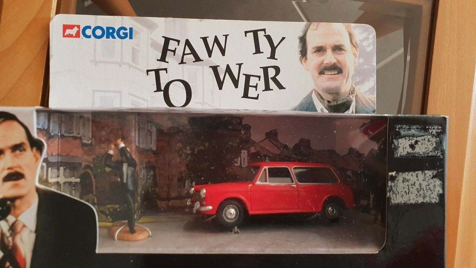 Corgi CC00802 Fawlty Towers FAW Ty A Wer rosso Austin 1100 Diecast Modelo Coche