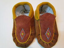 NATIVE AMERICAN YOUTH / KIDS MOCCASIN, 6 INCHES LONG, UNISEX, BEAD-WORK