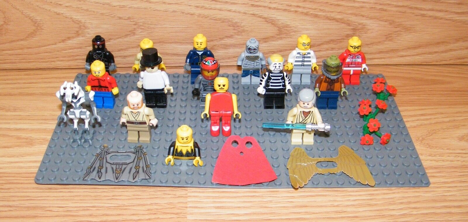 Genuine LEGO Minifigure Lot of 15 Plus Capes Flowers & Flat Grau Piece READ
