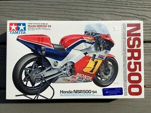 TAMIYA-1-12-MOTO-GP-HONDA-NSR500-1984-FREDDIE-SPENCER-MOTORCYCLE-MODEL-14121-F-S