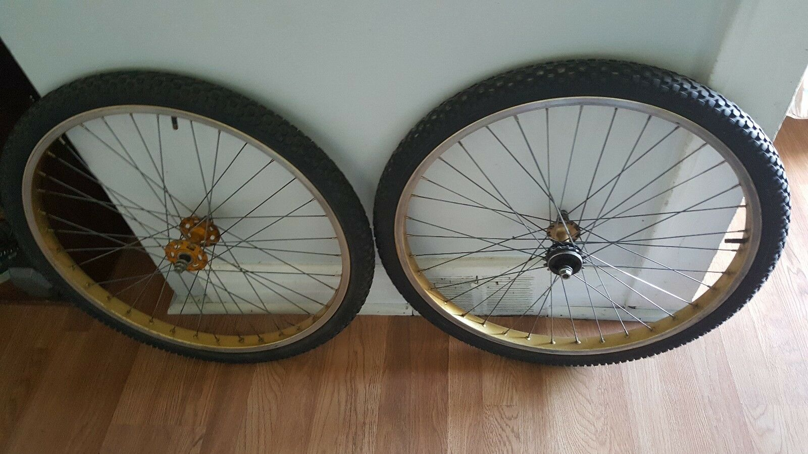 OLD SCHOOL BMX 1981 gold SCHWINN KING STING 26 IN RIMS BONTRAGER TIRES VINTAGE
