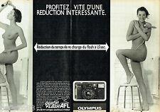 PUBLICITE ADVERTISING 056  1984  Olympus appareil photo (2p)  AFL 35 seins nus