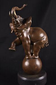 Bronze Figur Elefant auf Kugel Zirkus Elephant Marmorsockel