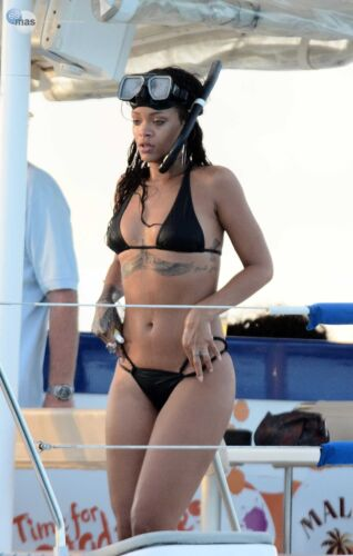 Rihanna With Diving Glasses On The Head 8x10 Photo Print